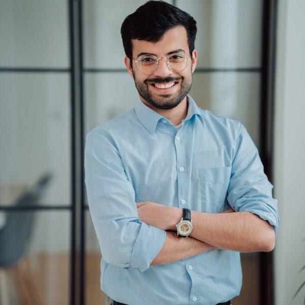 Karam ist einer unserer Content Producer mit dem Schwerpunkt auf Videos und Instagram Content für die Berater