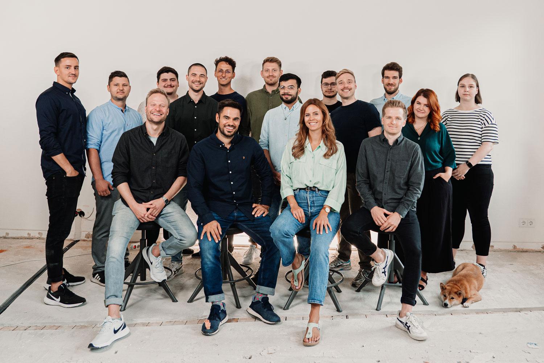 Die-Berater-Online-Marketing-Teamfoto-im-neuen-Office(1500x1000)